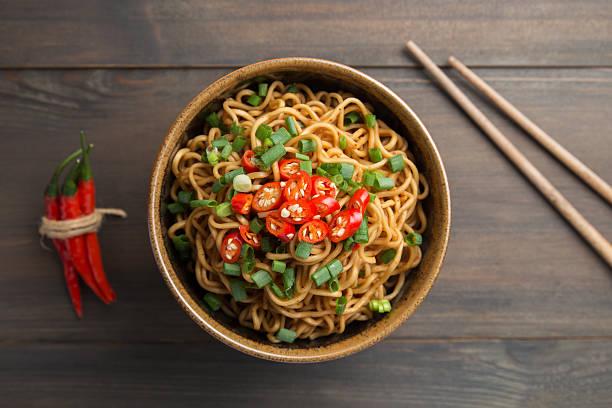 noodles instantâneos - macarrão imagens e fotografias de stock