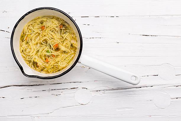 instant soup in saucepan on wooden background. - schnelle suppen stock-fotos und bilder