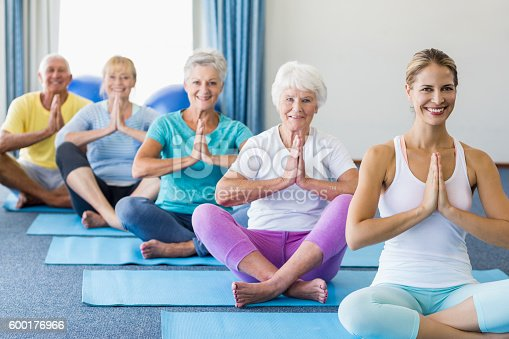 600177016 istock photo Instructor performing yoga with seniors 600176966