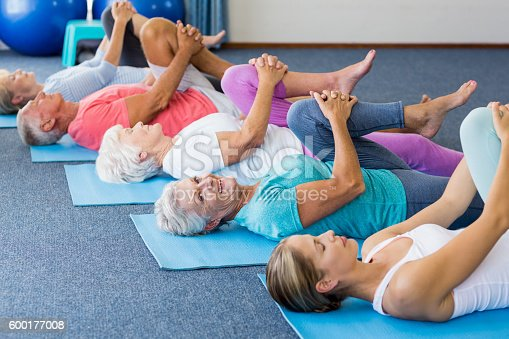 600177016 istock photo Instructor performing yoga with seniors 600177008