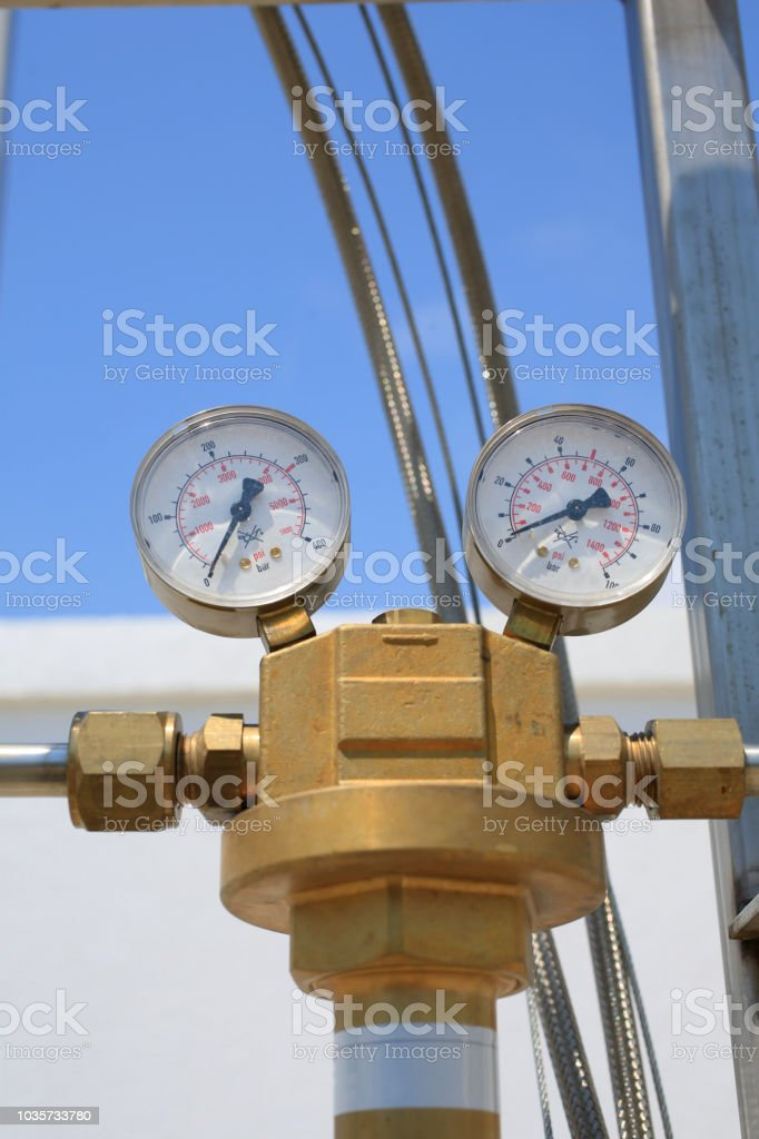 Instrument of measurement for pressure of the industrial unit of...