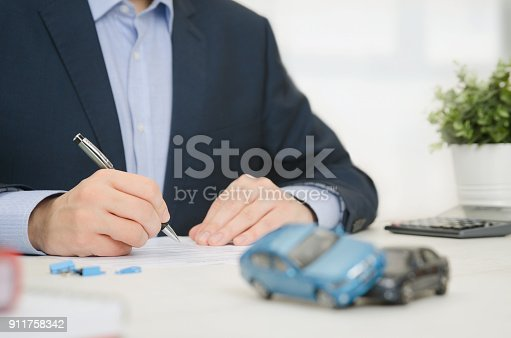 istock Insurance agent in office 911758342