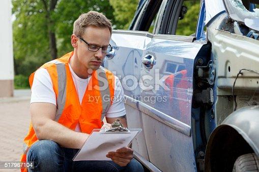 istock insurance expert 517967104