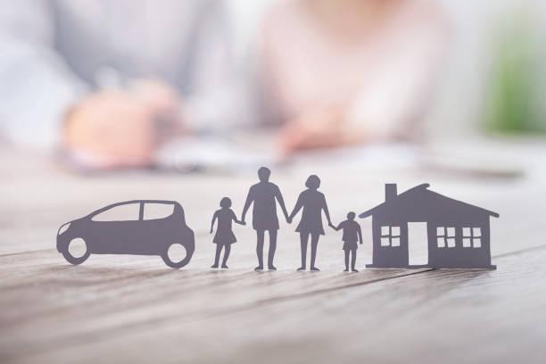sigorta aile sağlığını koruyan canlı, ev ve araba konsepti. - insurance stok fotoğraflar ve resimler