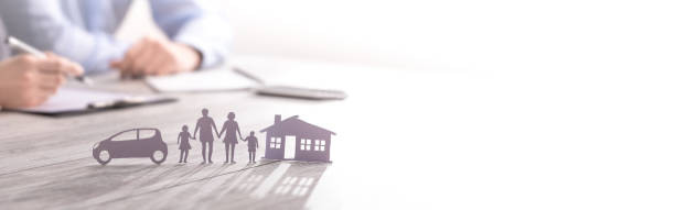 versicherung zum schutz der familiengesundheit leben, haus und auto-konzept. - scyther5 stock-fotos und bilder