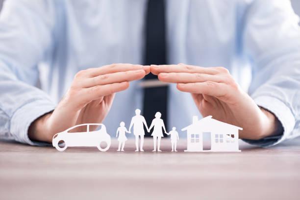 assicurazione a tutela della salute familiare dal vivo, casa e concetto di auto. - protezione foto e immagini stock