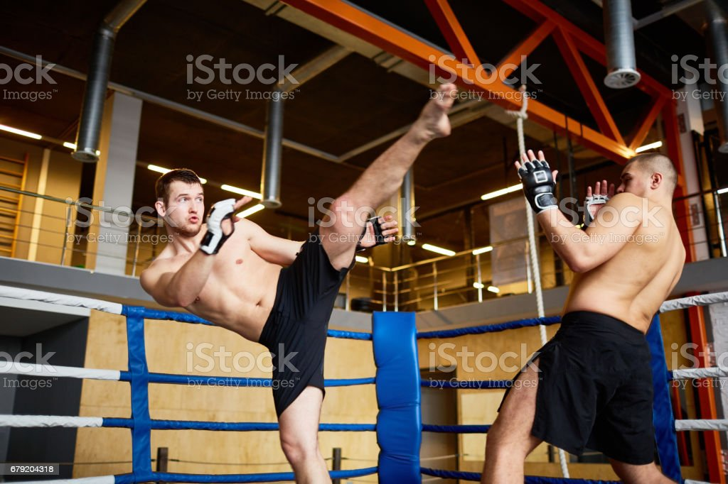 Intense Fight in Boxing Ring foto de stock royalty-free