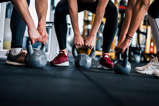 Intensive Gym Training Low Angle Copy Space - zdjęcia stockowe i więcej obrazów Aktywny tryb życia