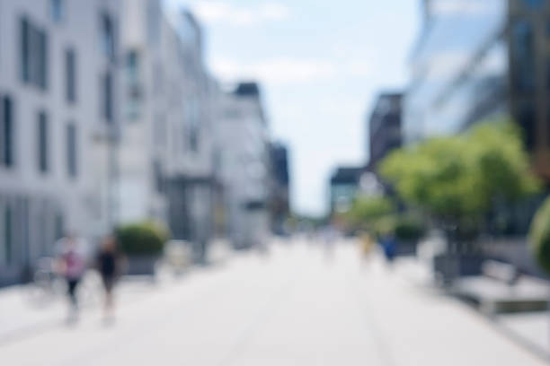 Absichtlich unscharf urban-Straße mit modernen Gebäuden und Fußgänger – Foto