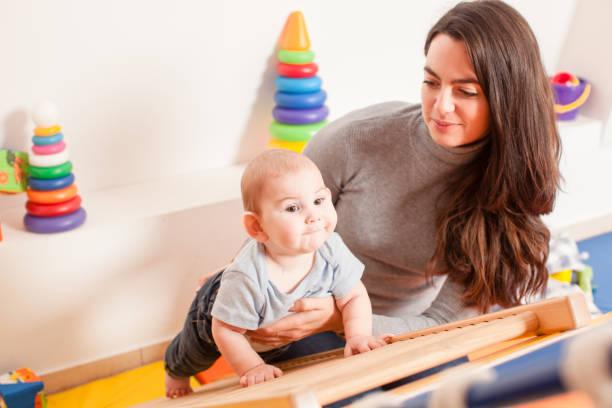 Interaktion zwischen Mutter und baby – Foto
