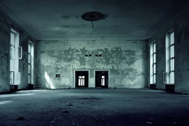 innenraum leer stehenden haus - dunkle flecken entferner stock-fotos und bilder