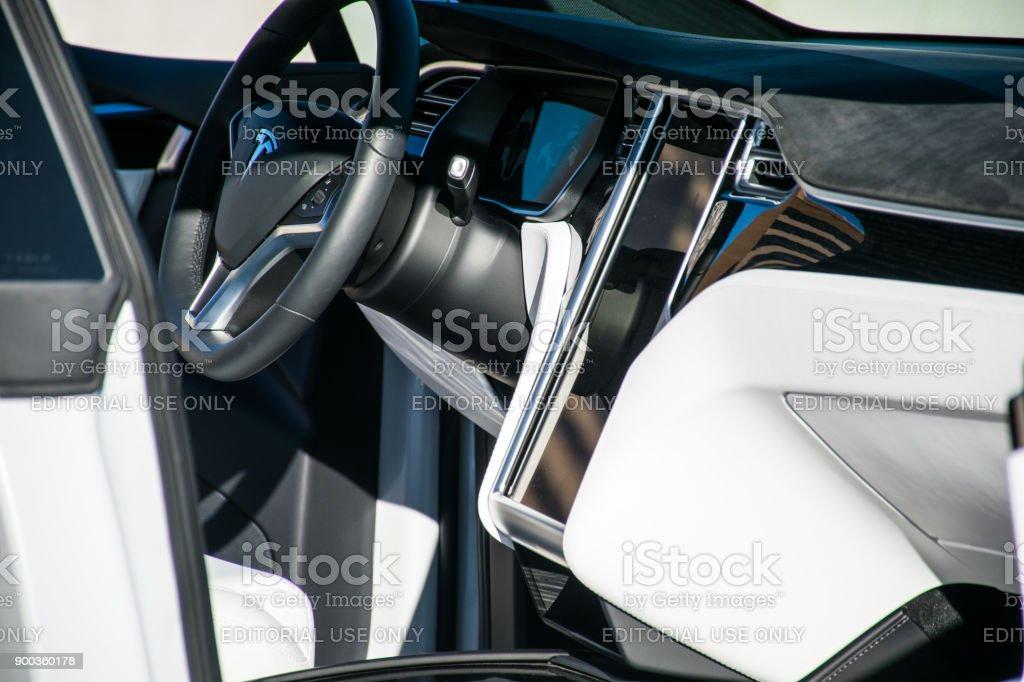 Interieur Und Lenkrad Tesla Model X Suv Stock-Fotografie und mehr ...