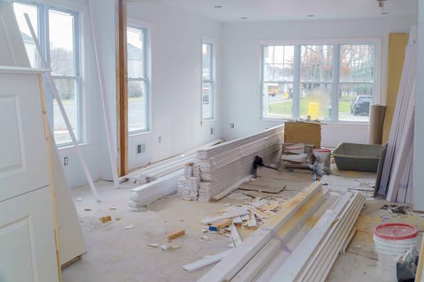 inredningen av bostadsprojekt med gips installerad dörr för ett nytt hem innan du installerar - husutbyggnad bildbanksfoton och bilder