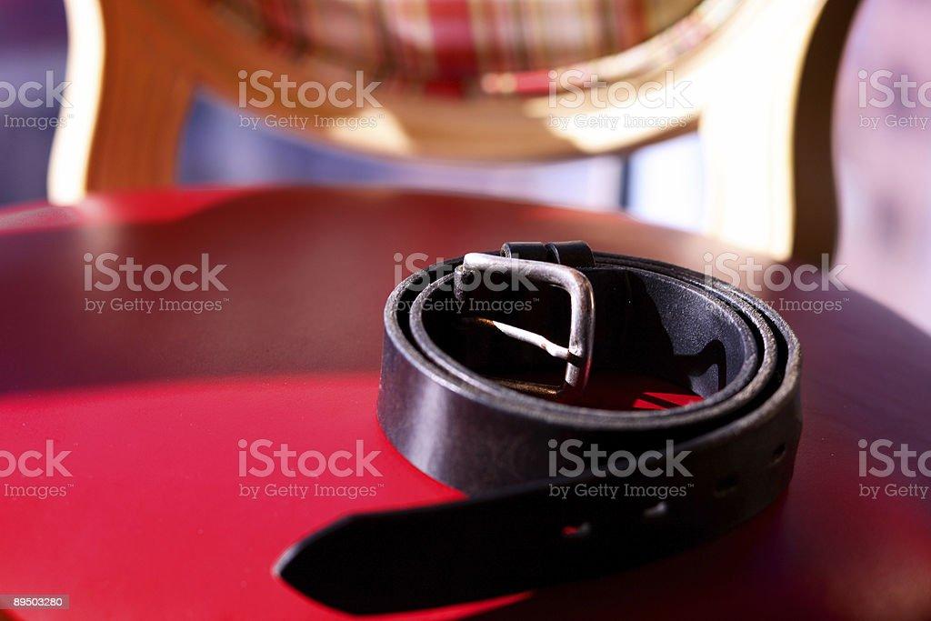 Arredamento interno delle scene cintura nera sedia rossa foto stock royalty-free