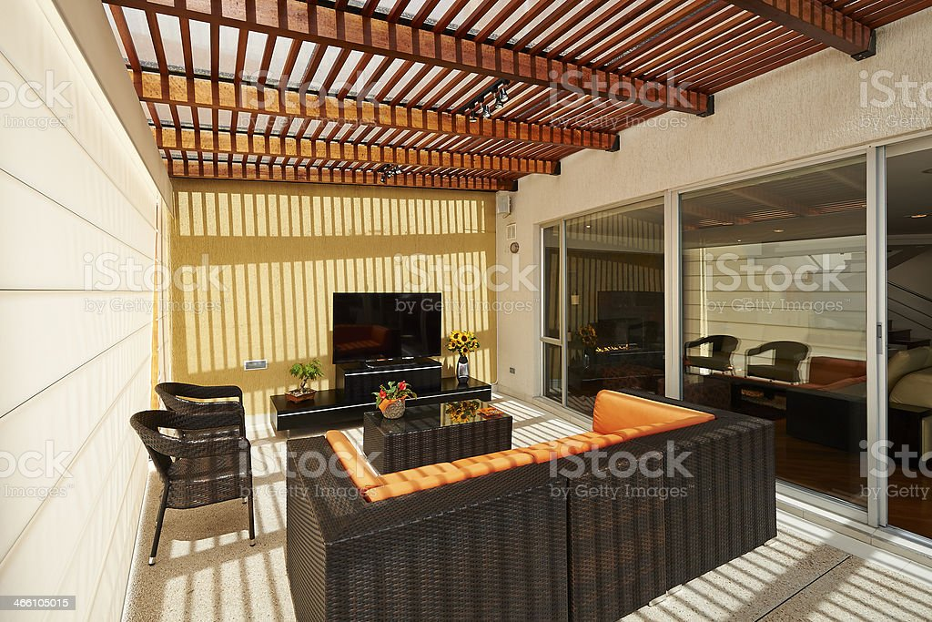 Interior Design Schöne Moderne Lounge Mit Terrasse Pergola ...