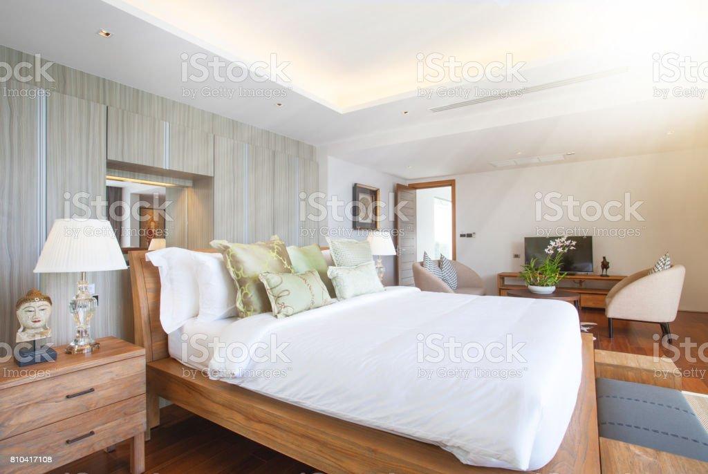 Raumgestaltung Schlafzimmer Pool Villa Mit Gemütlichen King Bett ...