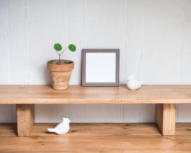 Interior Design Desktop mit Mock-up Poster Frame. Stilvolle minimale Home Decor – Foto