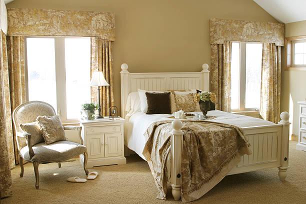interior design-serie - cottage schlafzimmer stock-fotos und bilder