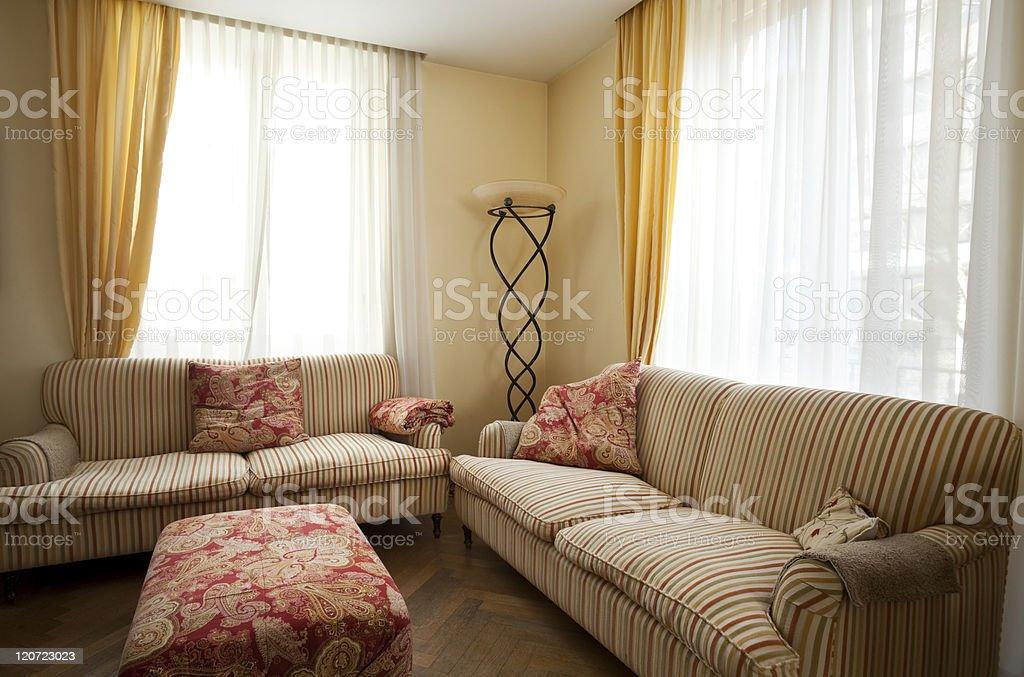 Interior House Schones Wohnzimmer Und Klassische Mobel Stockfoto Und Mehr Bilder Von Altertumlich Istock