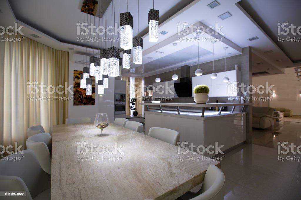 Innenausbau Küche Esszimmer Weiß Stockfoto und mehr Bilder ...