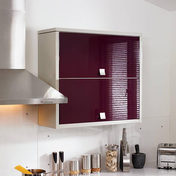 innenansicht küche einheiten - küche deko lila stock-fotos und bilder