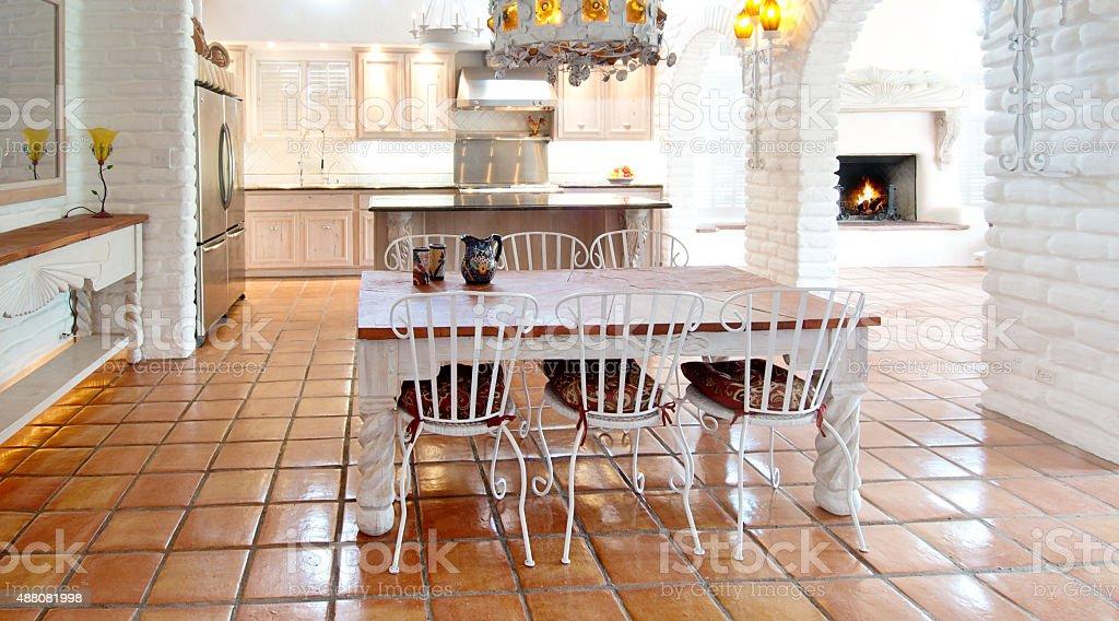 Interior De Un Hermoso Diseño Cocina Y Sala De Comedor Foto de stock ...