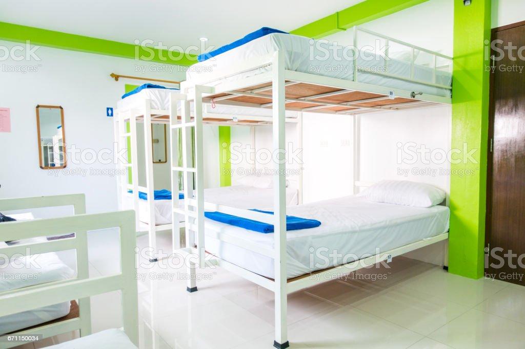 Intérieur d'une chambre à coucher en auberge de jeunesse. - Photo