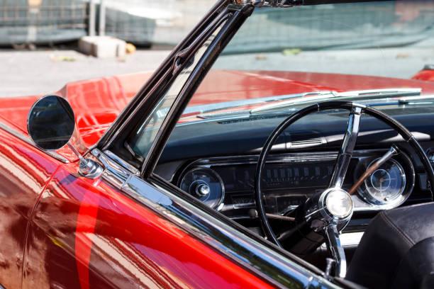 innenraum eines classic car - oldtimer veranstaltungen stock-fotos und bilder