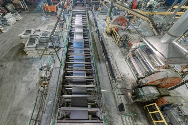 Innenraum einer Fabrik zur Herstellung von Gummiförderbändern – Foto