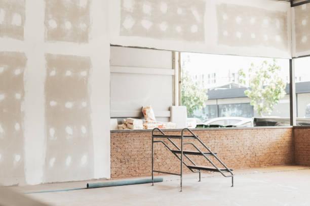 interior of a house under construction. renovation concepts, - gips materiał budowlany zdjęcia i obrazy z banku zdjęć