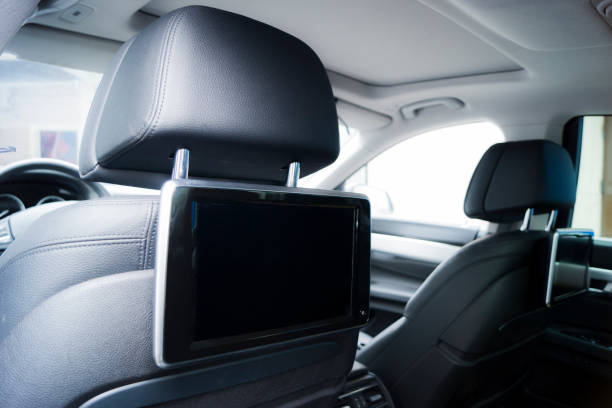 innenraum eines luxusautos - kopfstütze stock-fotos und bilder