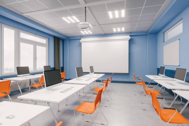 Der Innenraum eines modernen Computerlabors – Foto