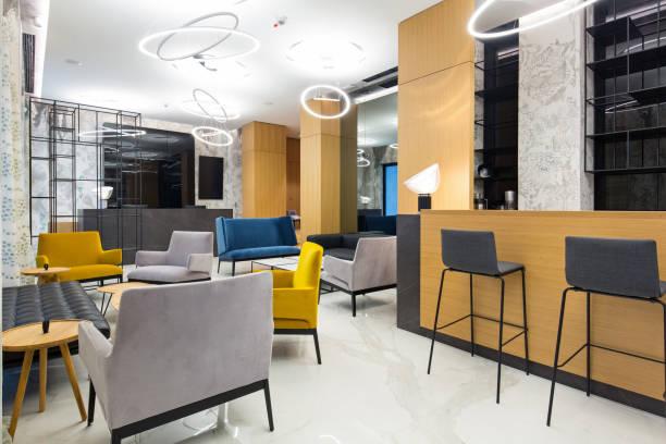 interior of a modern hotel lobby - hotel reception zdjęcia i obrazy z banku zdjęć
