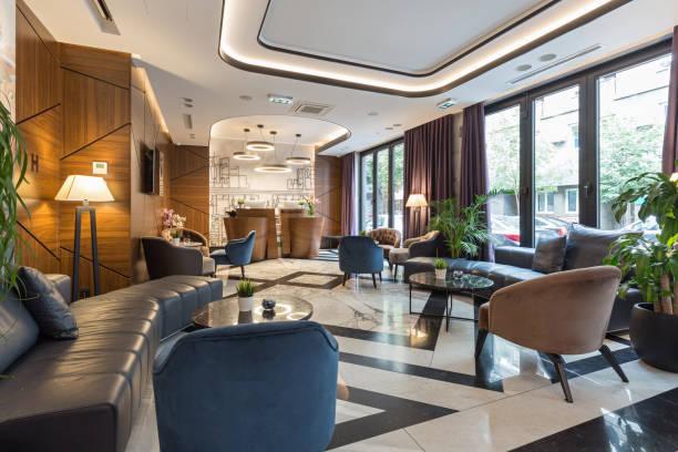 wnętrze nowoczesnej, luksusowej recepcji hotelowej - hotel reception zdjęcia i obrazy z banku zdjęć