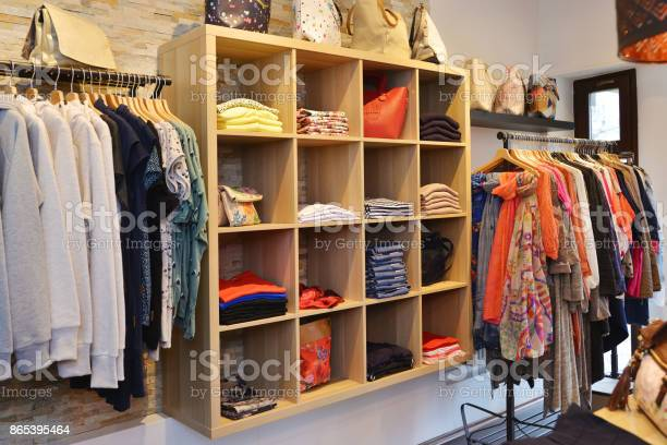 Interior of a store selling womens clothes and accessories picture id865395464?b=1&k=6&m=865395464&s=612x612&h=sepeapip 0ylbsmm ovttzqi6dmmsezbmdhzmbhzai4=