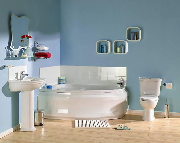 interior do banheiro azul - banheiro estrutura construída - fotografias e filmes do acervo