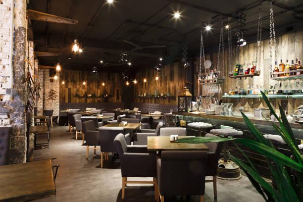 wnętrze przytulnej restauracji, w stylu loftu - atmosfera wydarzenia zdjęcia i obrazy z banku zdjęć