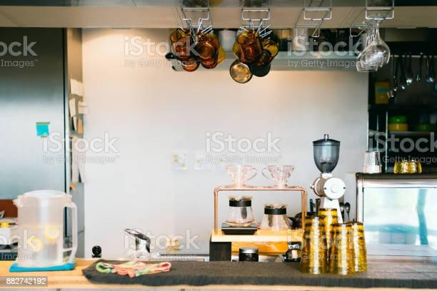 Interior of empty coffee shop counter picture id882742192?b=1&k=6&m=882742192&s=612x612&h=wgav1tt kqd ltjev8qxjji77llgagpi mknsnwtipy=