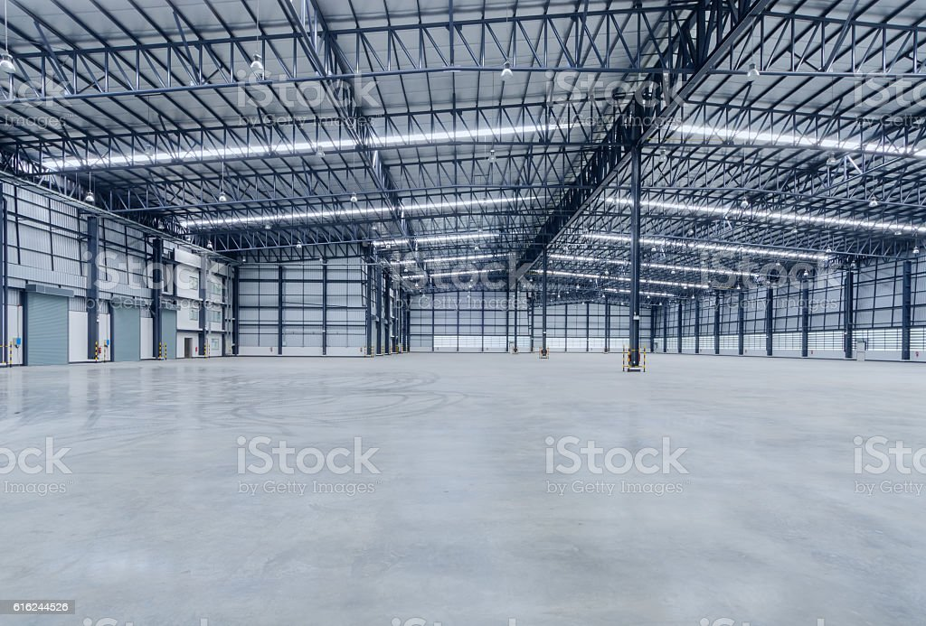 Interior of empty warehouse - foto de acervo