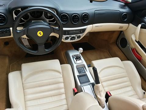 Innenansicht Des Ferrari 360 Modena Spider Stockfoto Und Mehr Bilder Von Armaturenbrett Istock