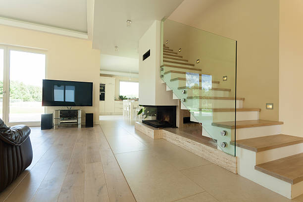 interieur des modernen und hellen house - eingangshalle wohngebäude innenansicht stock-fotos und bilder