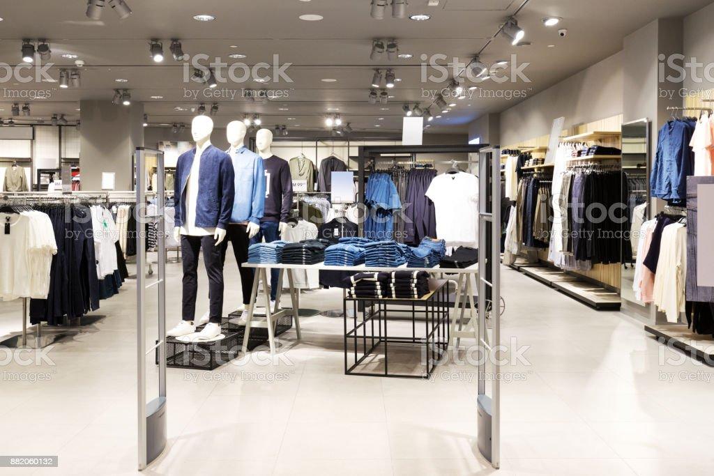Innere des modernen Mode-shop – Foto