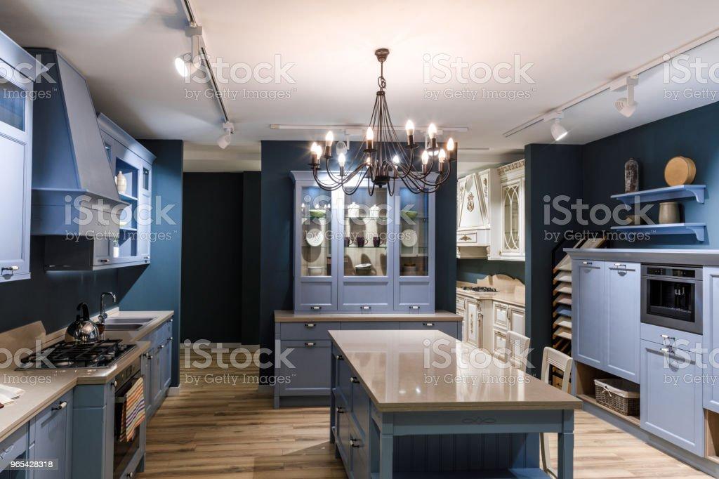 블루 톤에 현대 주방의 인테리어 - 로열티 프리 0명 스톡 사진