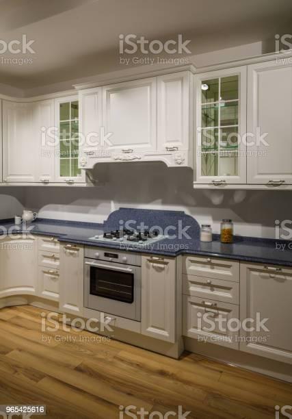 Foto de Interior Da Cozinha Moderna Com Armários Brancos e mais fotos de stock de Armário