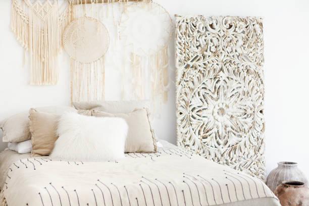 Interior del dormitorio moderno y luminoso - foto de stock