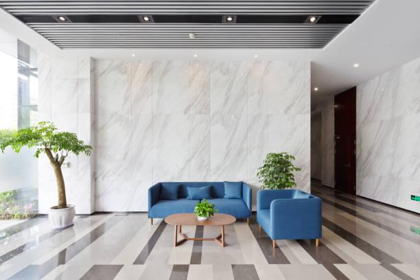 モダンなロビーのインテリア - 玄関ホール ストックフォトと画像