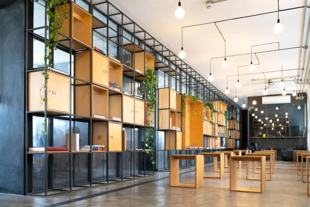 интерьер современного офиса пуст - modern office стоковые фото и изображения