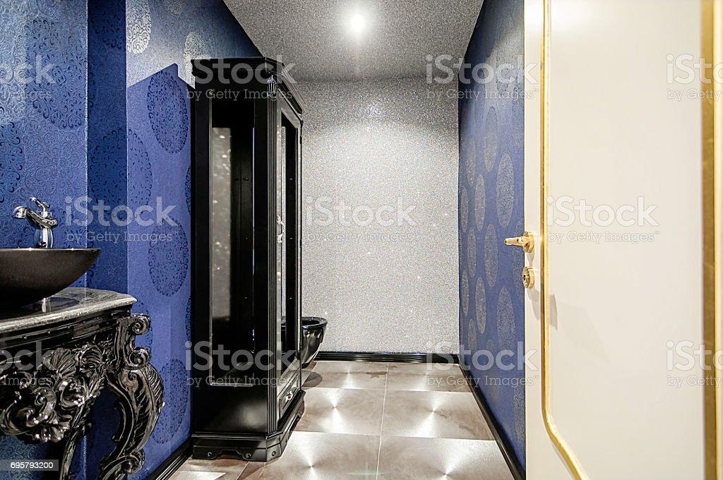 Photo libre de droit de Intérieur Des Toilettes Modernes banque d\'images et  plus d\'images libres de droit de {top keyword}