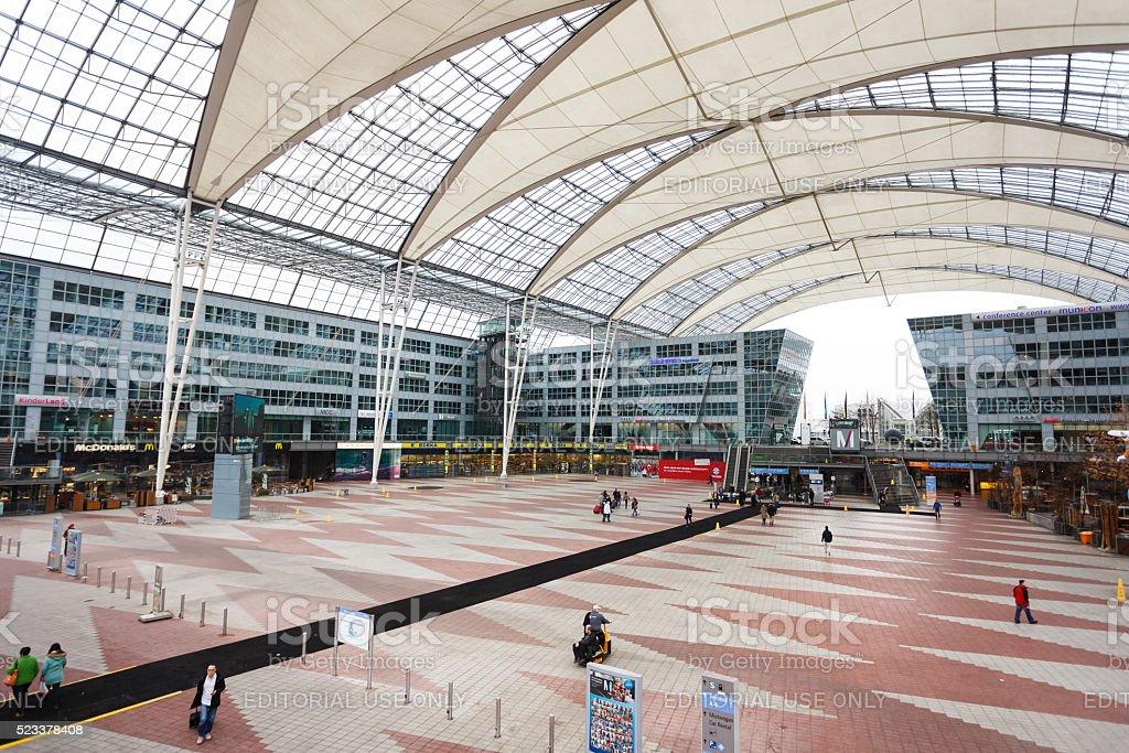 Innenansicht der Flughafen München - Lizenzfrei Abheben - Aktivität Stock-Foto