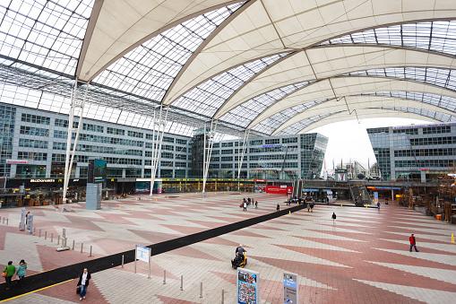 Innenansicht Der Flughafen München Stockfoto und mehr Bilder von Abheben - Aktivität